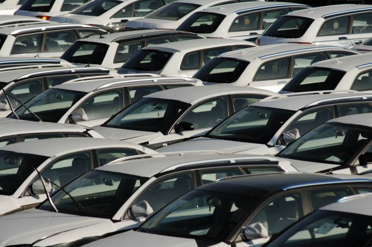 Passenger car registrations: +6.2% in January